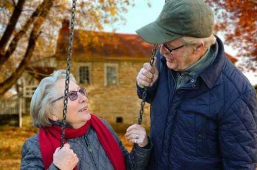 old-people-couple-together-connected